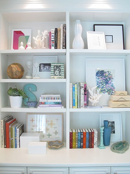 styling a bookcase twoinspiredesign