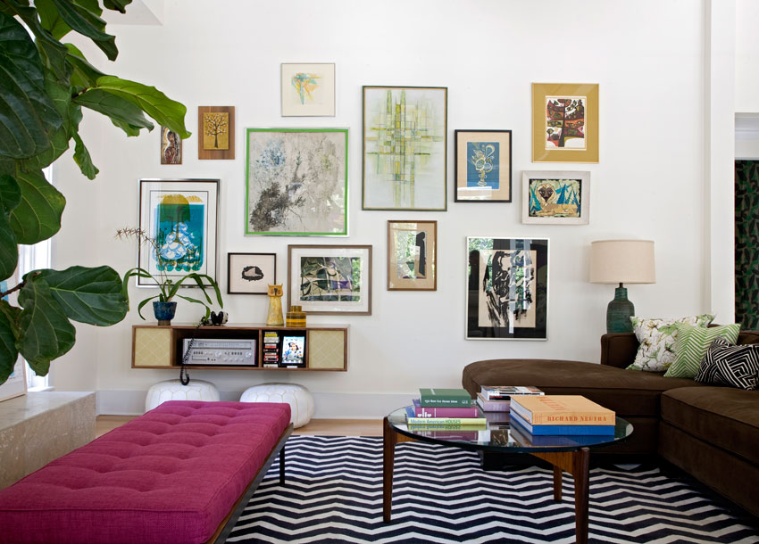 The eclectic gallery wall twoinspiredesign for Hip living room ideas